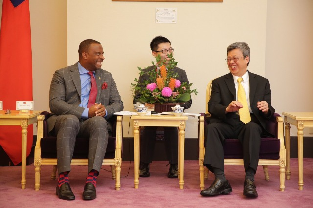 Hon. Mark Brantley, Minister of Foreign Affairs in St. Kitts and Nevis (left) and Dr. Chen Chien-jen, Vice-President of the Republic of China (Taiwan) (right) share a light moment during a courtesy visit in Taiwan on July 22, 2017