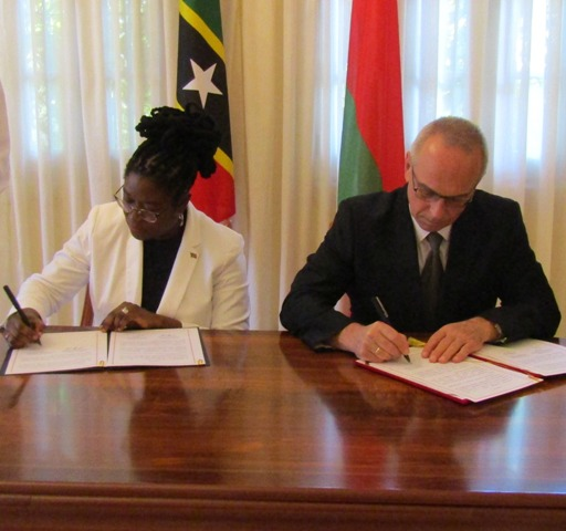 (L-r) Her Excellency Verna Mills, St. Kitts and Nevis Ambassador to Cuba and His Excellency Ambassador Aleksandr Aleksandrov sign visa waiver agreement in Cuba on October 19, 2018