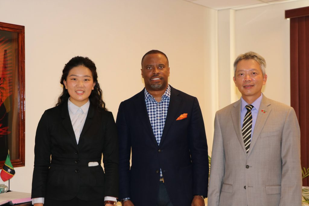 Ms. Chen Chi, professional Mandarin teacher from the Republic of China (Taiwan) (right); and His Excellency Tom Lee, Republic of China (Taiwan) Resident Ambassador to St. Kitts and Nevis (left) with Hon. Mark Brantley, Premier of Nevis and Minister of Education in the Nevis Island Administration, and Minister of Foreign Affairs in St. Kitts and Nevis on October 21, 2020 at his Pinney's Estate office